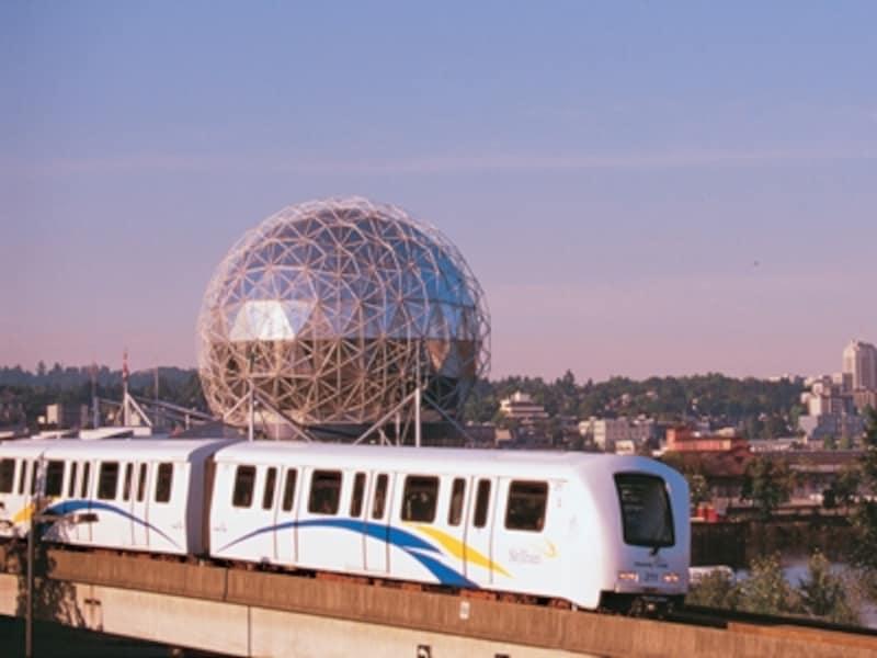バンクーバーで一番便利な電車スカイトレインundefined(C)TourismVancouver