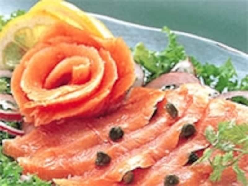低い温度で燻製したサーモンは舌の上でとろけるような味わいundefined(C)CheenaJapan