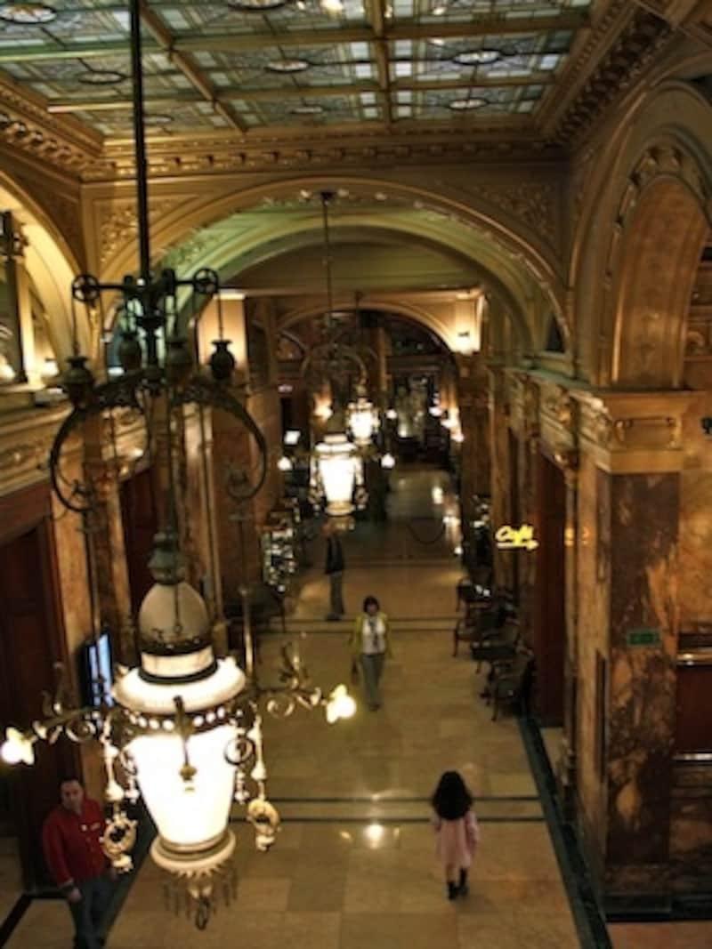 最も有名な老舗五つ星ホテル「メトロポール」