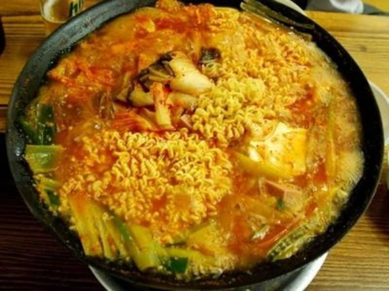 韓国の国民的有名グルメ漫画の中にも登場するオデン食堂。プテチゲの元祖です