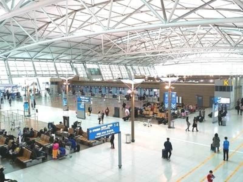 世界中の人々が行き交うハブ空港。まだまだその規模は拡大中です