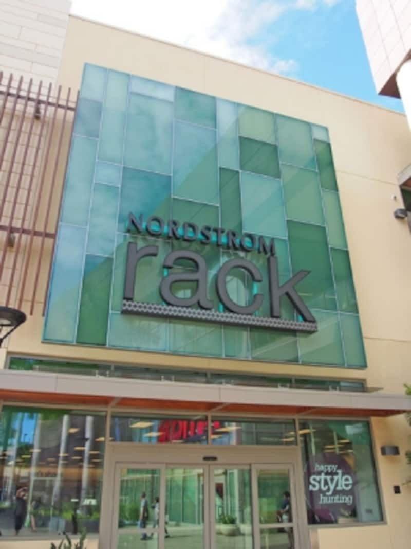 家族全員のお買い得品が集まるノードストローム・ラックワードビレッジ店