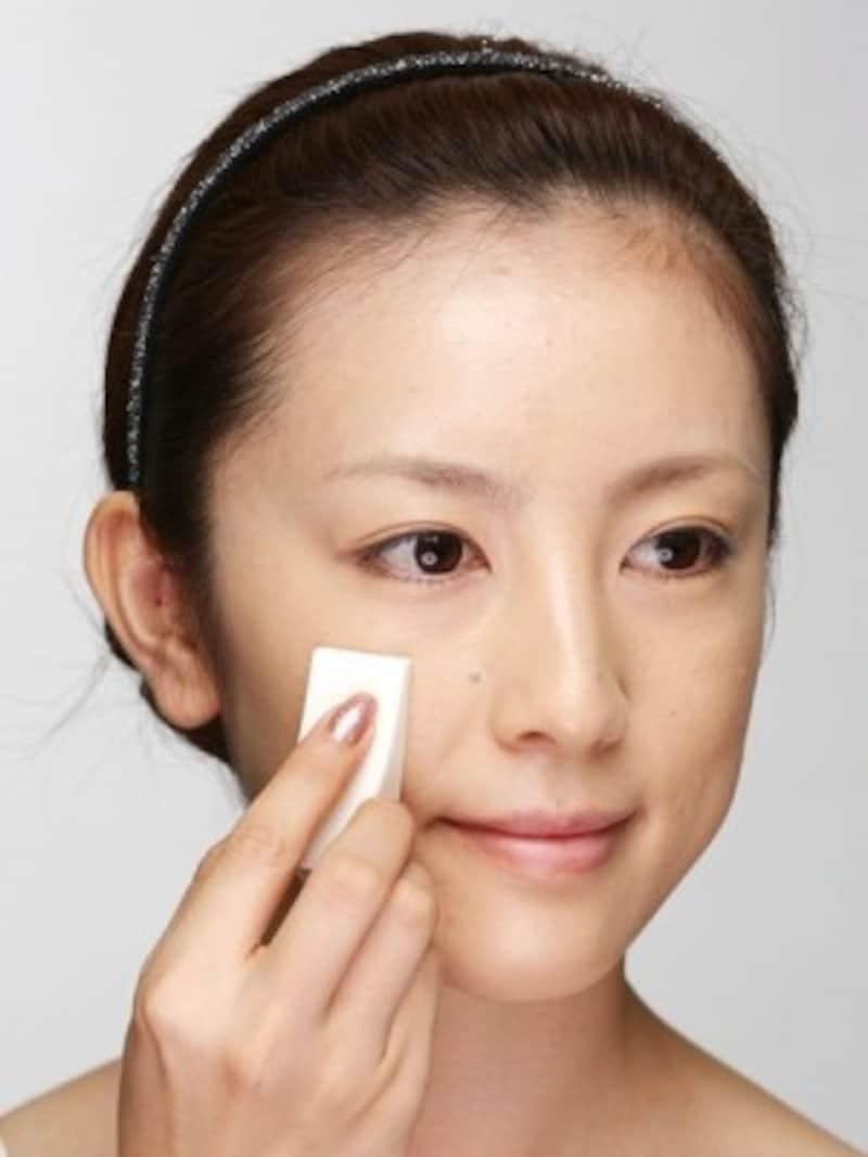 余分な油分をとって化粧崩れを防ぐ