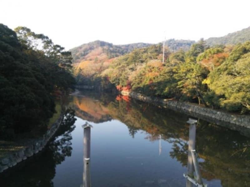 伊勢神宮・内宮(3)/宇治橋から五十鈴川を望む