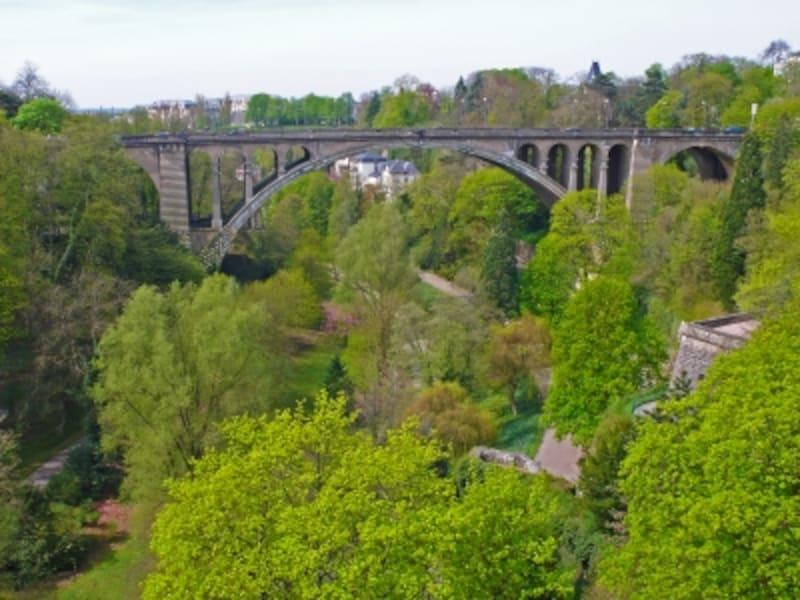 ペトリュス渓谷に架かるアドルフ橋