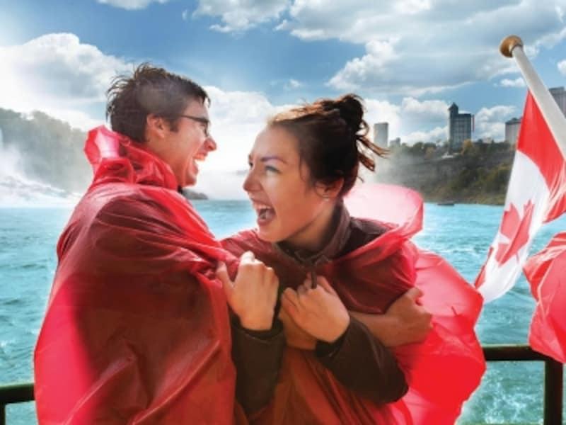 頭からフードをかぶっていても、風でめくれてしまう可能性大(C)NiagaraHornblowerTours