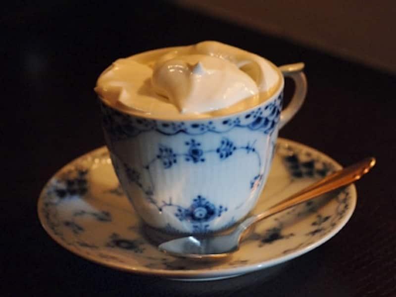 ウィンナーコーヒーとはこんなにおいしいものだったのか…そんな幸福な再発見が待っています。