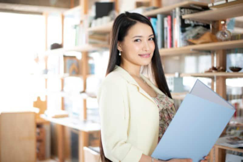 図書館は情報の宝庫、専門誌なども見られる