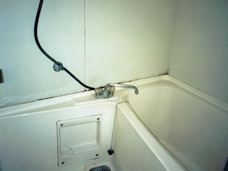 古いマンションの浴室