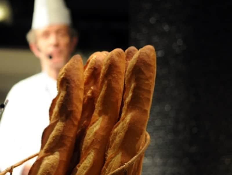 バゲット(305円)。最もポピュラーなフランスパン