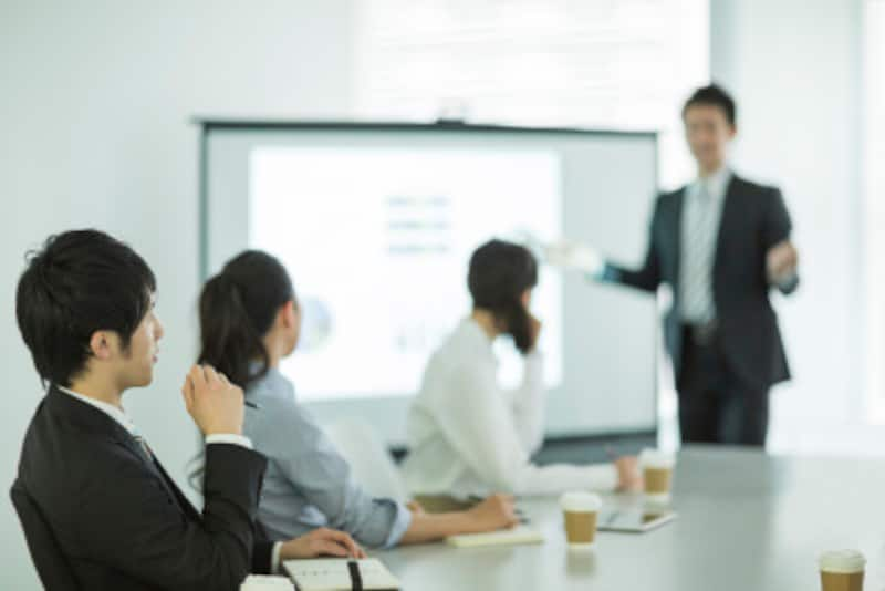 会議での報告の仕方・話し方のせいで損をしてしまうケースも