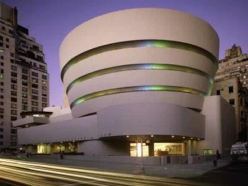 20世紀建築の代表ともいわれるグッゲンハイム美術館