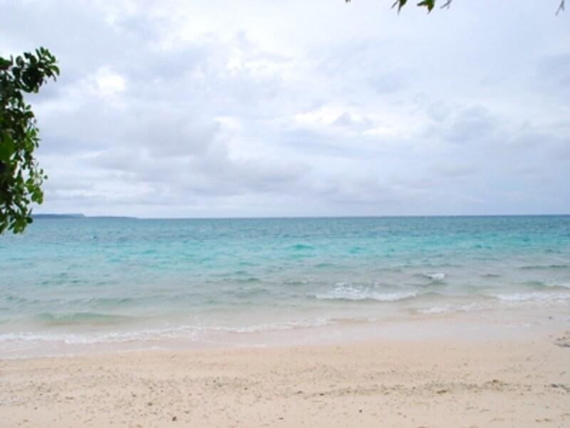 曇り空のビーチ