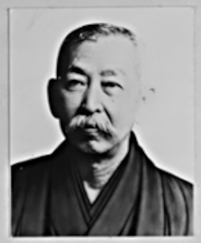 初代社長の眞崎仁六