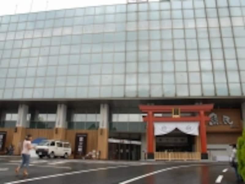 6階建て駅ビル
