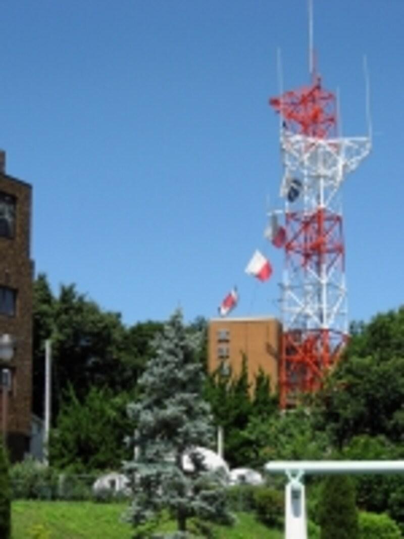 港の見える丘公園から見えるのは、「東洋信号通信社」の信号旗