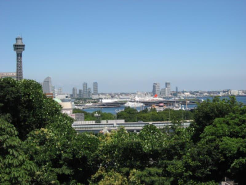 港の見える丘公園からの横浜港の眺め(2011年7月10日撮影)