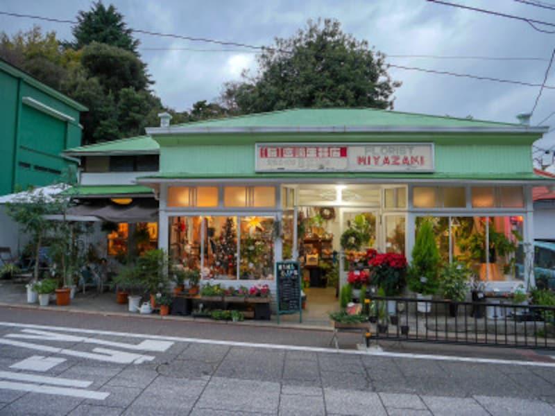 代官坂にある宮崎生花店(明治6年創業)も、海と俊が自転車で坂道を下るシーンに登場(2018年12月13日撮影)