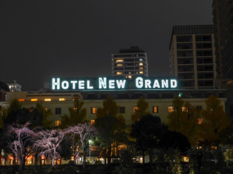 「HOTELNEWGRAND」のネオンサインは2014年、約40年ぶりに復活(2018年12月2日撮影)