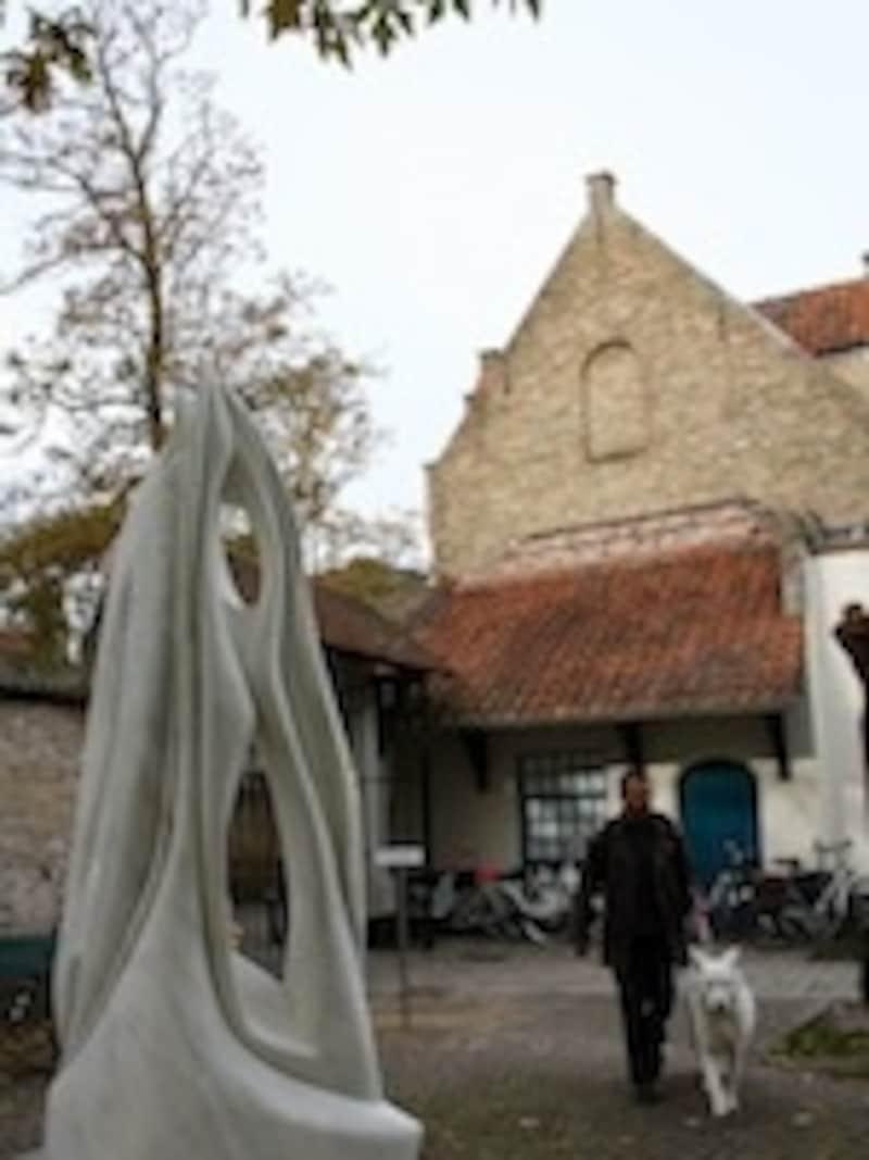 ブルージュのグルーニング美術館は入場料が大人8ユーロ也