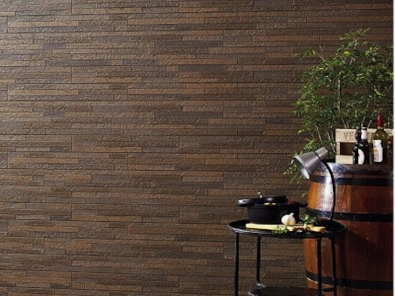 外壁をすっきり仕上げるシーリングレスの「新四辺合じゃくり工法」を採用した窯業系外装材。セルフクリーニング機能と防藻、防カビ機能を持つ「セルフッ素コート・PLUS」、「塗膜15年保証」も対応。[AT-WALL15PシリーズundefinedシュクールPの施工例(色:シュクールビターP)]undefined旭トステム外装undefinedhttps://www.asahitostem.co.jp/