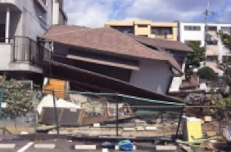 建物が全損の場合、火災保険契約は終了します