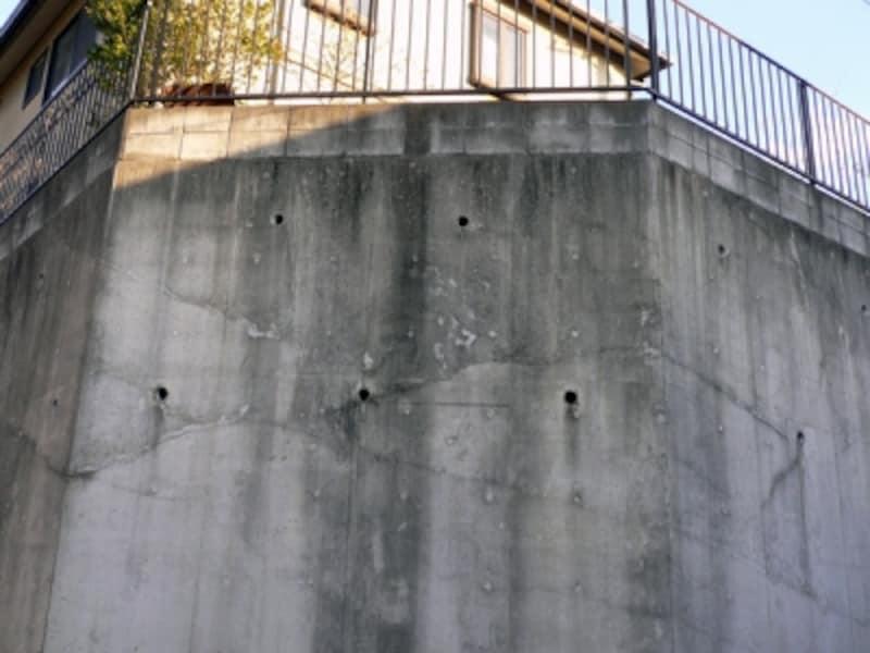 比較的新しいコンクリート擁壁