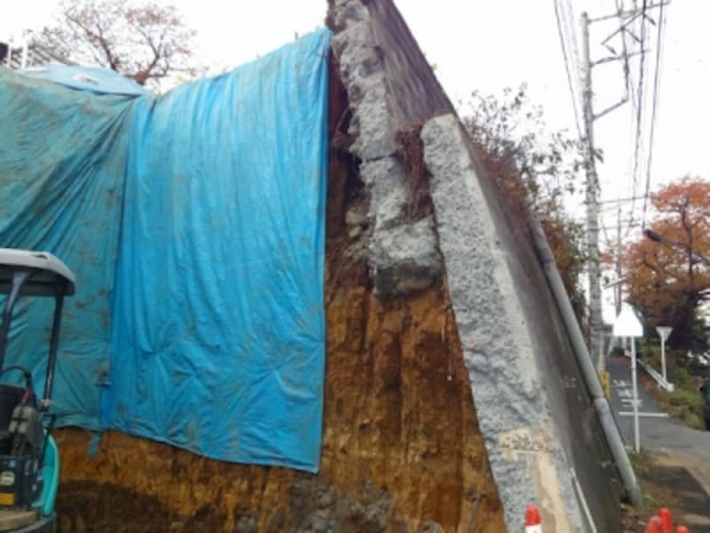 補修工事中の擁壁