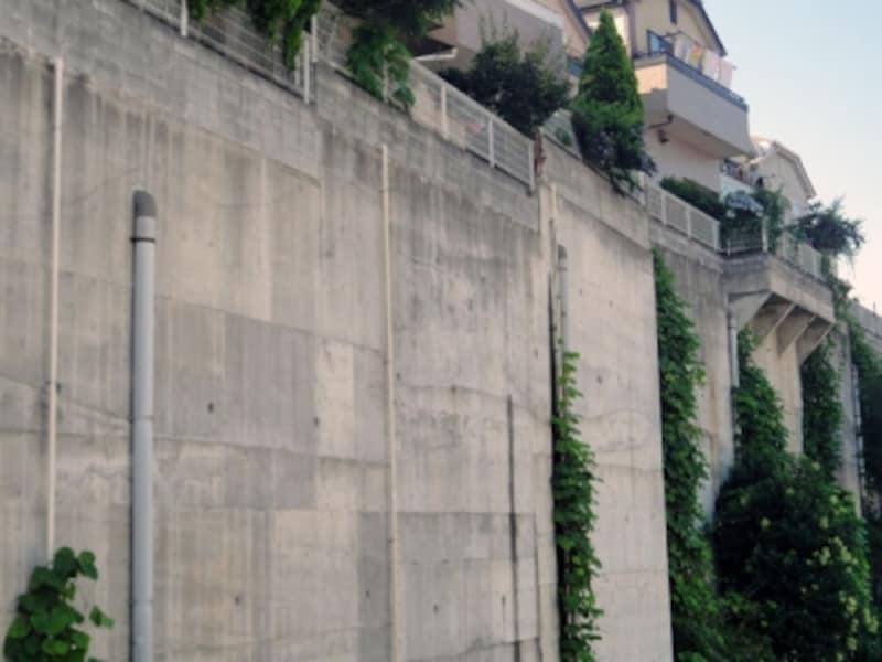 高さのあるコンクリート擁壁