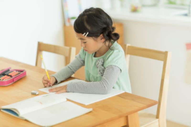 小学生の夏休みの勉強を親はどうサポートするか