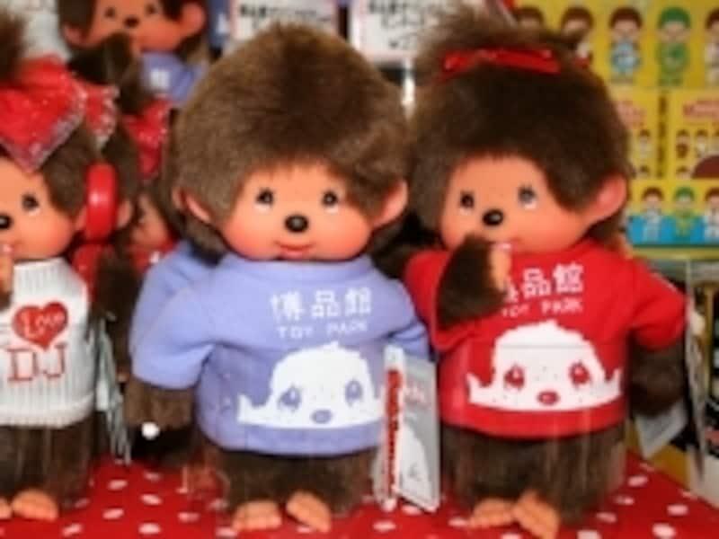 博品館オリジナルのモンチッチは、売り上げの一部が日本赤十字社を通じて被災地へ寄付されます