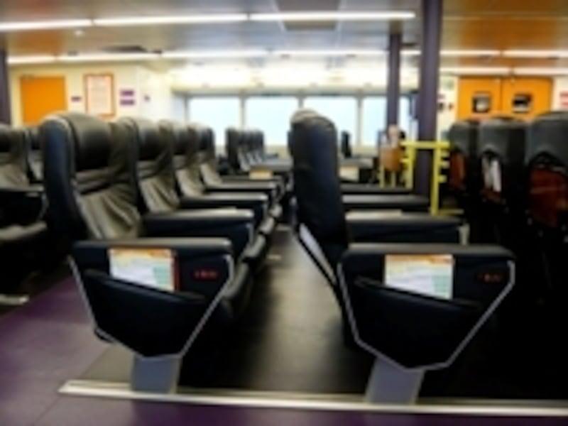 豪華席の座席配置はゆったり(写真はターボジェットの一例)