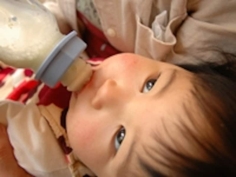 赤ちゃんとミルク