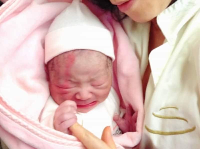 吸啜反射・モロー反射・把握反射などの原始反射は、生まれたばかりの赤ちゃん特有のもの