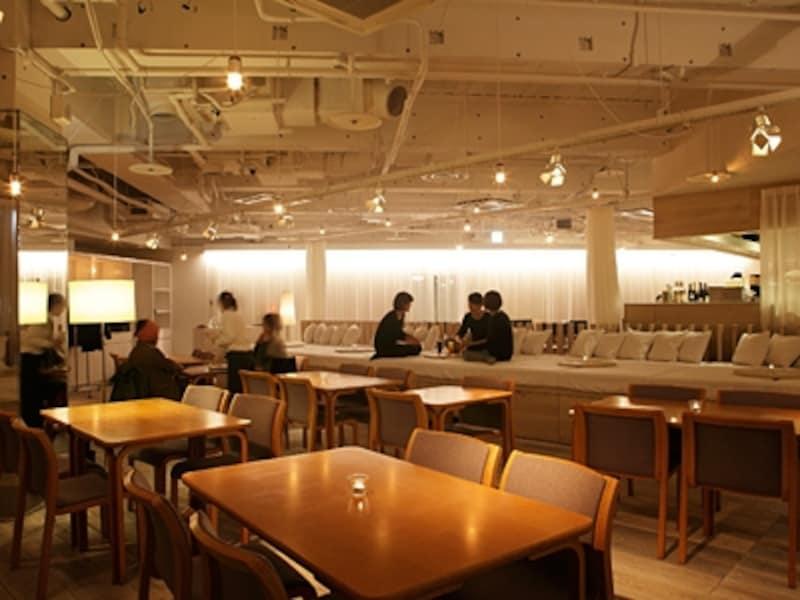 chano-maは現代お茶の間をイメージした小上がりの席が魅力。