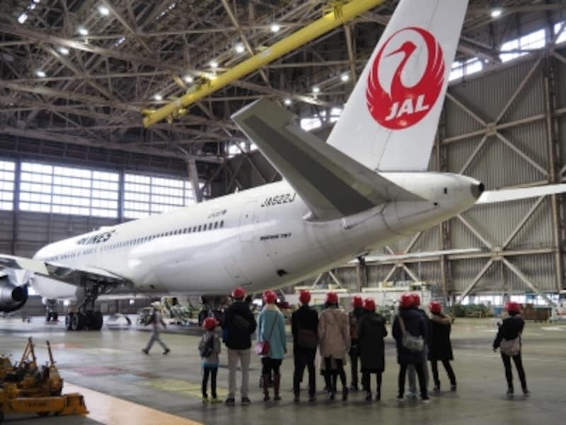 JAL工場見学では、格納庫見学のほかに航空機の飛ぶ仕組みや羽田空港の概要などを学べる航空教室も実施