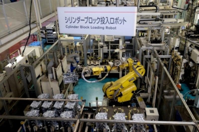日産自動車工場横浜工場で見学できる自動化されたエンジン組立ライン