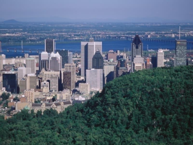 モントリオールはカナダ東部を流れる大河、セントローレンス川の中州に位置している(C)TourismQuebec