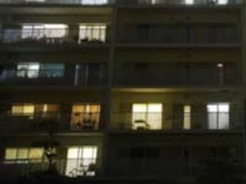 明かりのついていない部屋が留守?