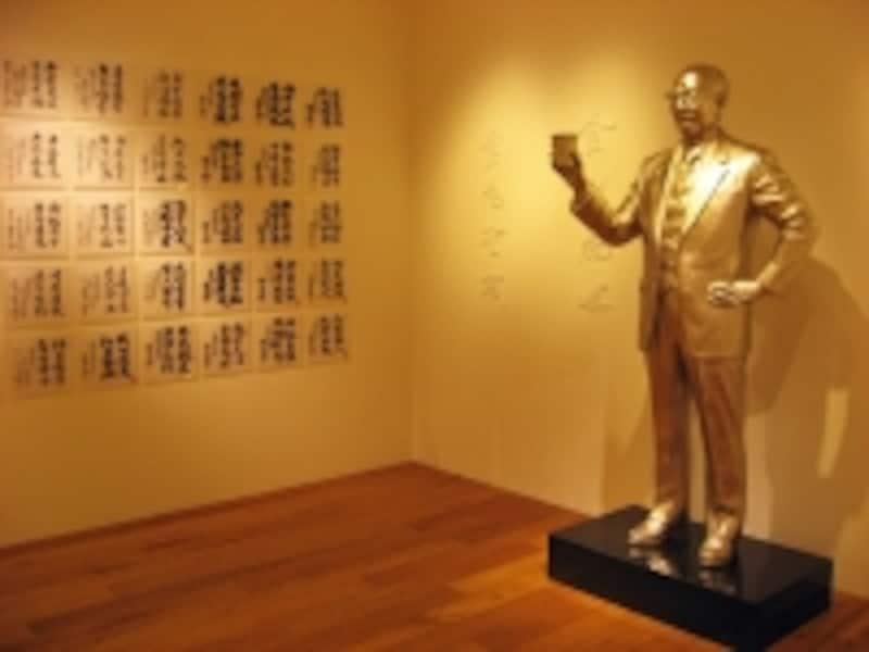 世界に誇る日本発のインスタントラーメンを発明した安藤百福氏の像は、2階にあります