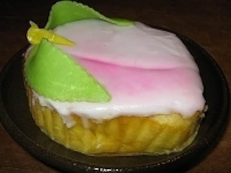 万月堂の桃カステラは1個650円。お土産にも大人気です。