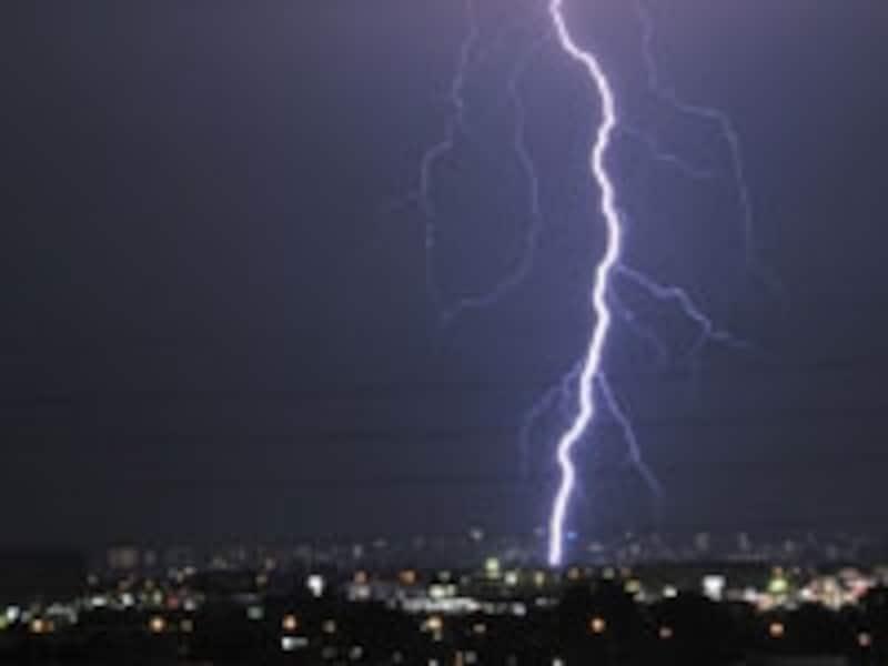 落雷による間接的な損害でも保険金が受け取れる!