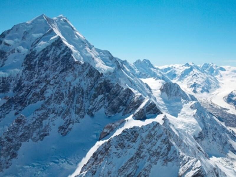 ニュージーランド最高峰マウントクックは一年中雪を被っている