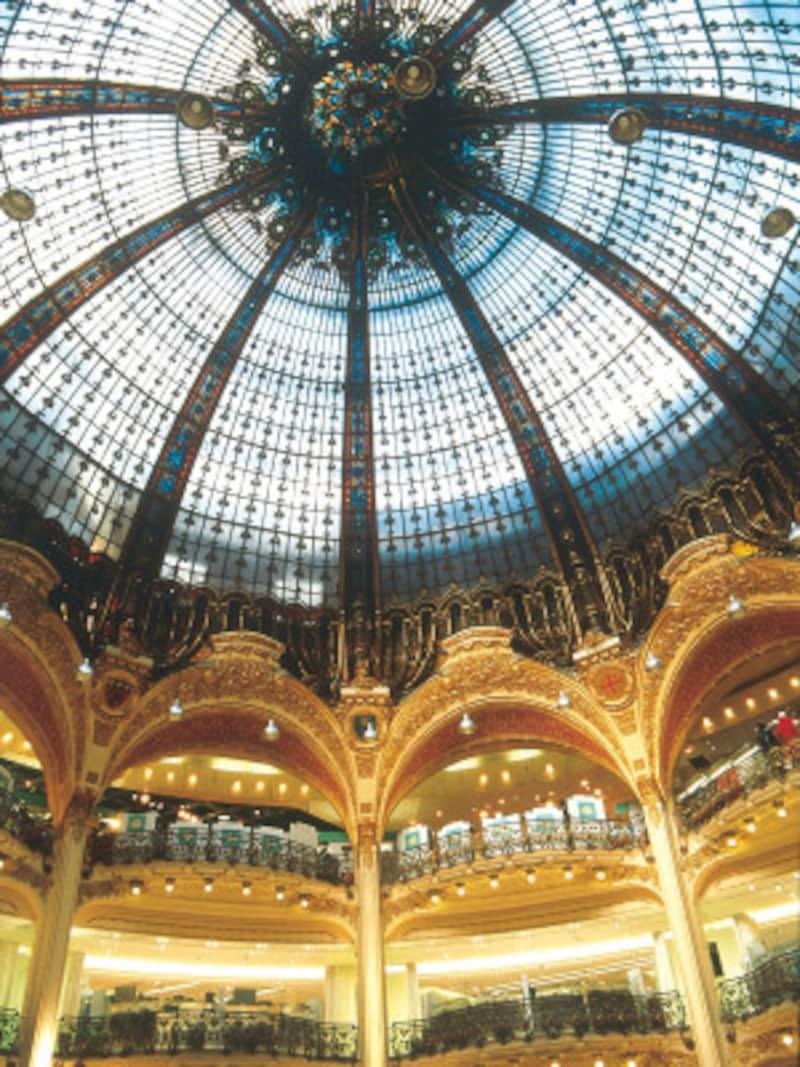 美しい天井のクーポール(c)GaleriesLafayette