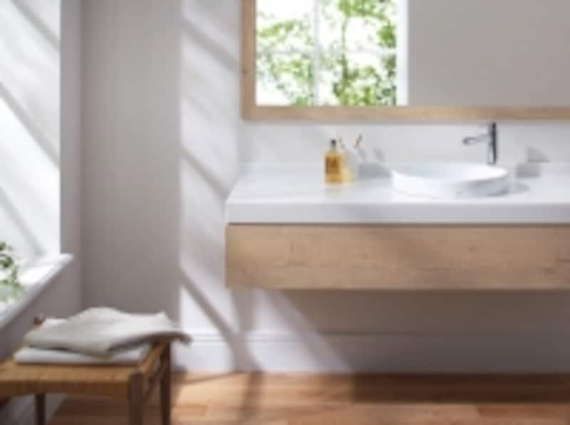 清潔感のある洗面スペースに馴染むすっきりとしたデザインの台付シングル混合水栓。[コンテンポラリシリーズundefinedTLCC31ELR]undefinedTOTOundefinedhttp://www.toto.co.jp/