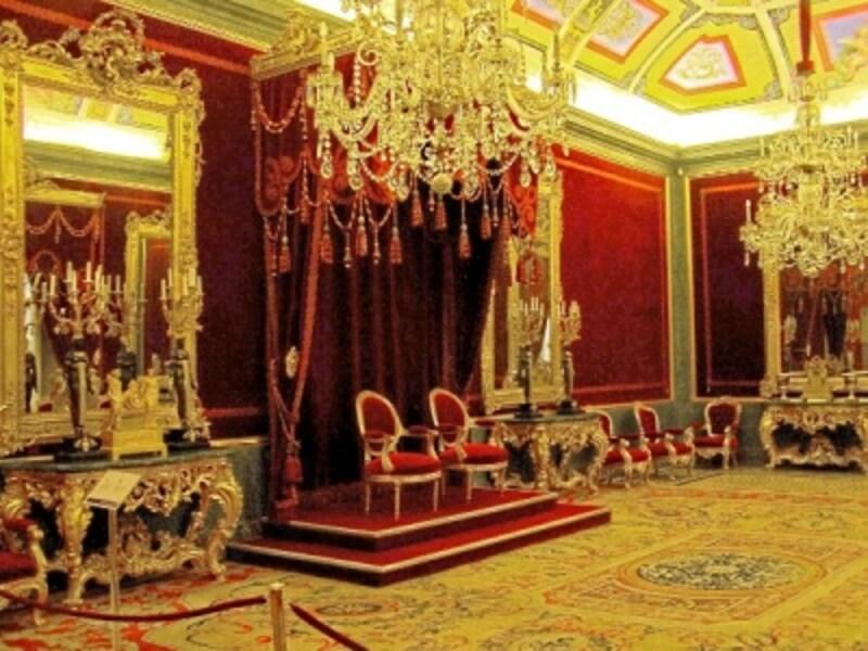 王位の広間