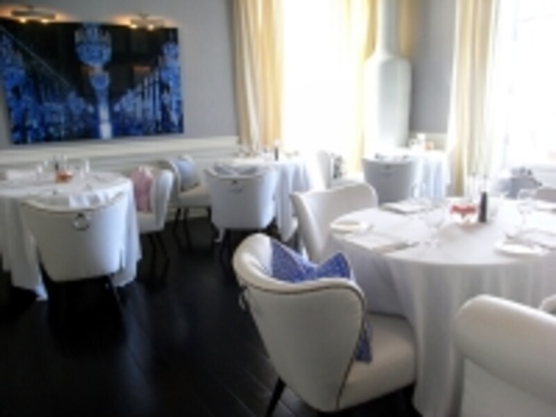 「J.K.カプリ・プレイス」のメインレストラン
