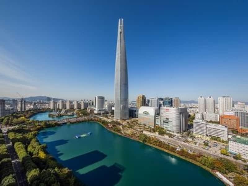 くらくら眩暈がするほどの高さの展望台。見下ろすとソウルの街がまるで模型のように見えます