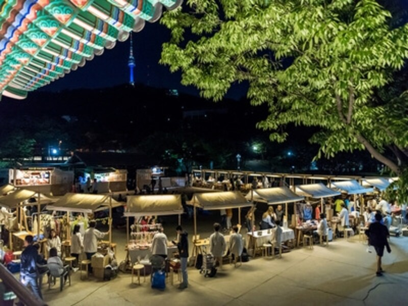 韓国の時代劇ドラマで見たことあるような、市場の風景が再現されています(C)南山韓屋村