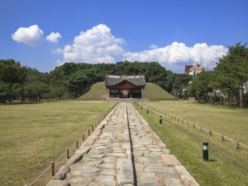 陵墓があるのは、現在都市の中の公園としても親しまれている場所で、散歩や休息で訪れる人もいる